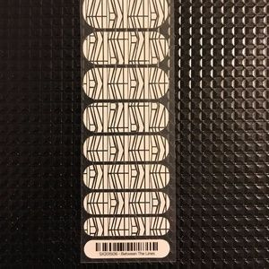Jamberry Nail Wraps 1/2 Sheet Between the Lines
